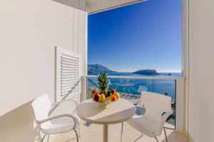 Luxury Three Bedroom Apartment With Terrace And Sea View 1